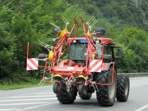 tractor with machine Pont de Lescun 713
