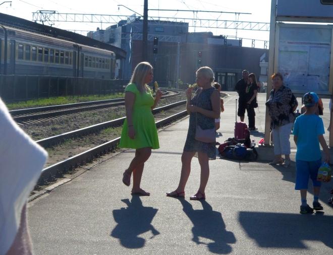 women eating ice creams Riga station 815.JPG