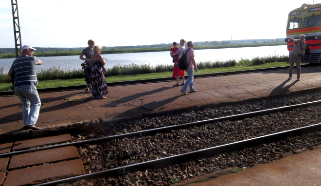 man pointing out to me train coming in the other direction Jurmala 815.JPG