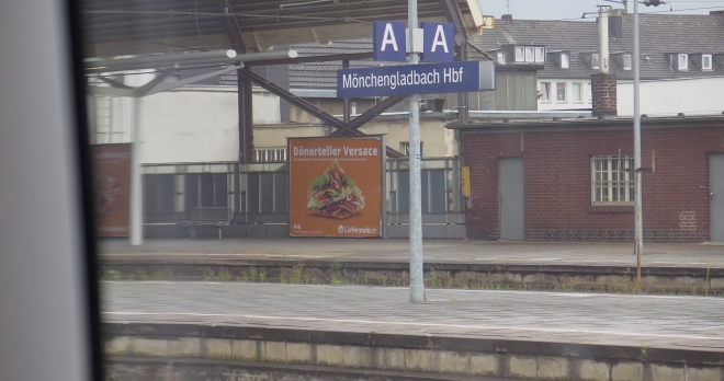 advert DOENERTELLER VERSACE Moenchengladbach train Brussels-Cologne 715.JPG