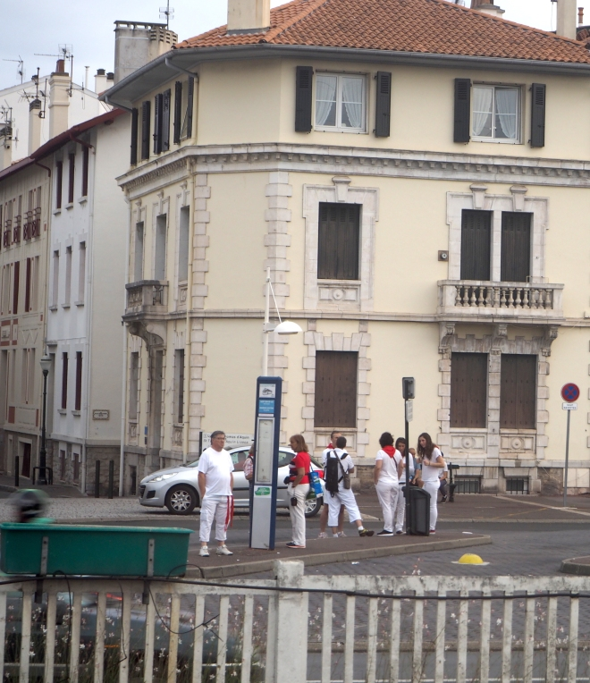 people at St Jean de Luz waiting for a bus to Bayonne for the fêtes night train Paris-Irun 716.JPG