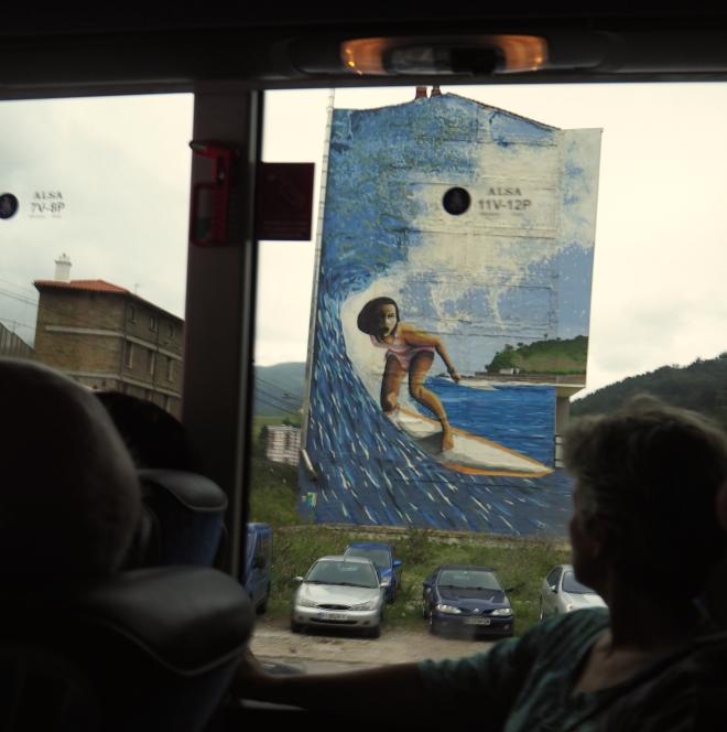 public art surfer bus Irun-Santander 716.JPG