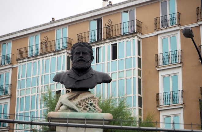 public statue with starfish Santander 716.JPG