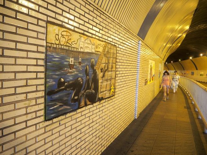 public swimmers tunnel Santander 816.JPG