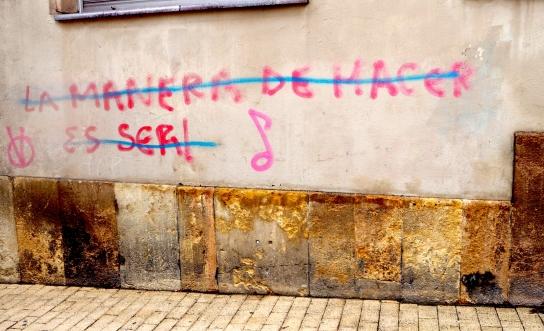 public writing LA MANERA DE HACER ES SER Oviedo 816.JPG