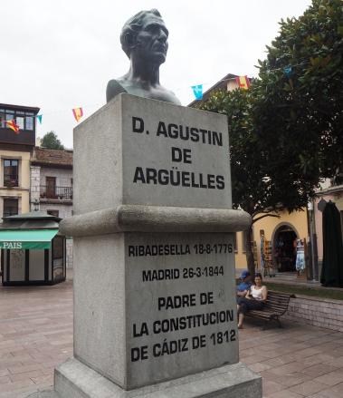 statue Argüelles public man constitution Ribadesella 816.JPG