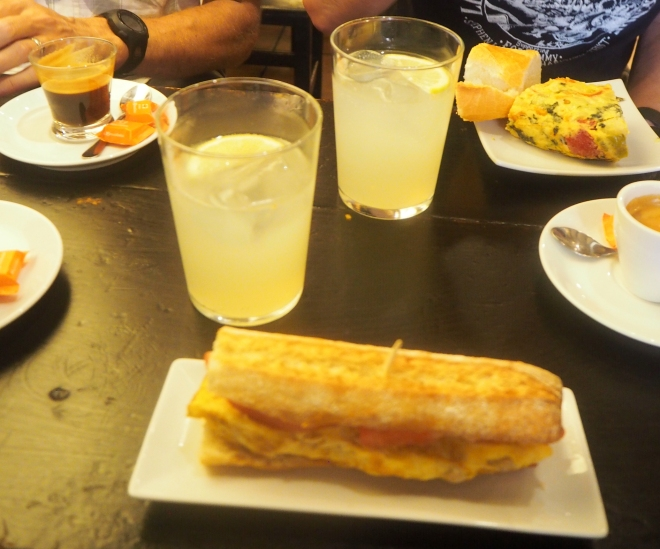 breakfast Richard Jerry Pamplona 816.JPG