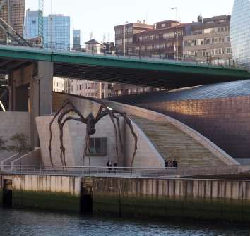 public spider and access to bridge Bilbao 1216.JPG