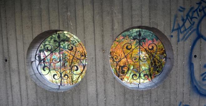 round windows, park Bratislava 1016 3.JPG