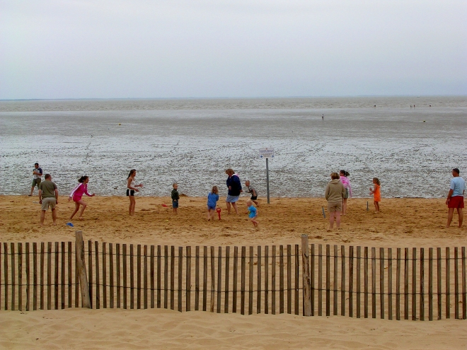 sport english ppl playg cricket or rounders on the beach chatel 805 crop.jpg