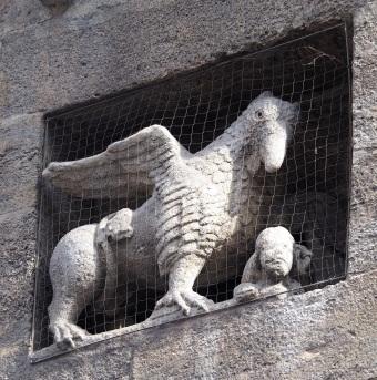 public griffin cathedral Vienna 318.JPG