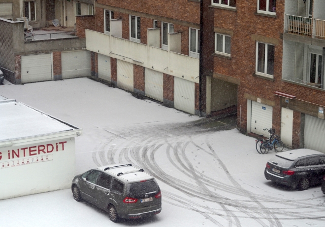 snow from my office window curves cars flats bicycles Bxl 318.JPG