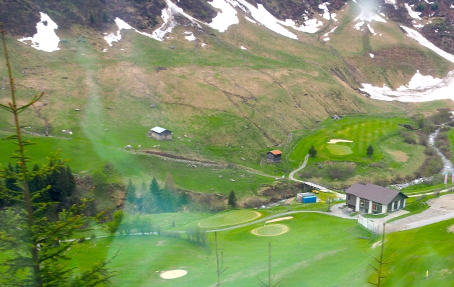 train Zermatt-St Moritz Glacier Express 518 golf course 3.JPG