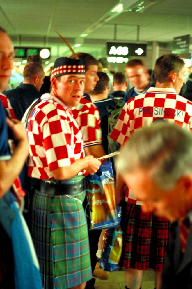 sport scotland fans at zuerich airport cmg back from croatia.jpg