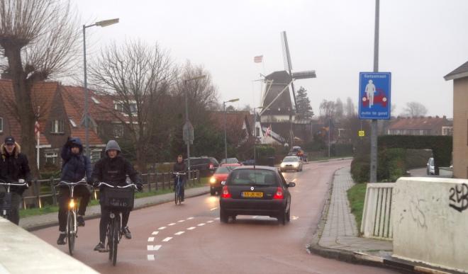 bicycle priority sign windmill Alkmaar 119.JPG