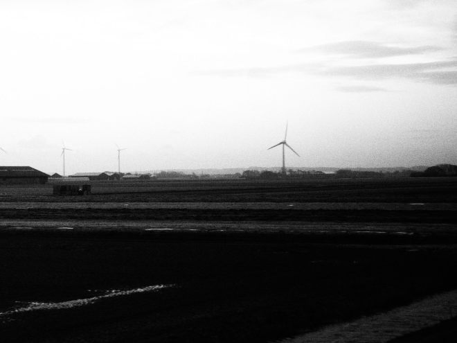 bus Petten-Alkmaar 319 energy wind turbines.JPG