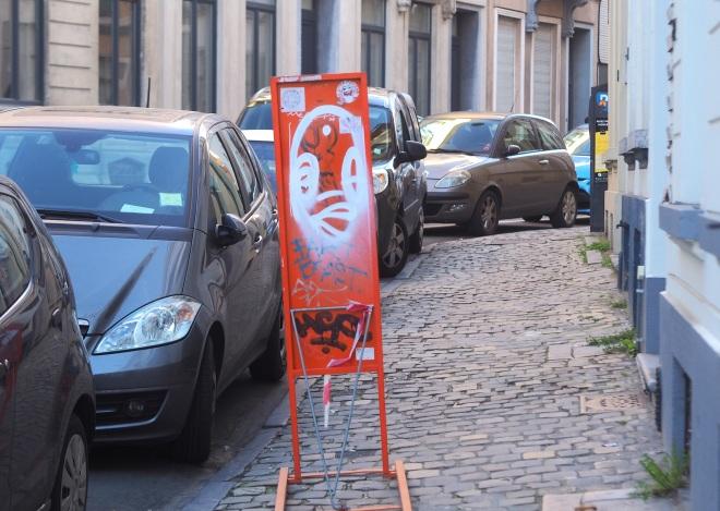 public art street Bxl 319 orange.JPG