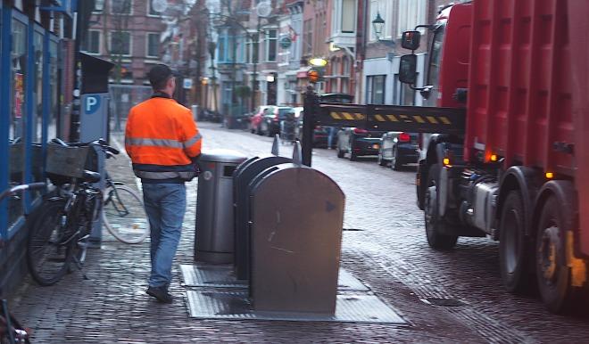 rubbish bin underground Alkmaar 319 2.JPG
