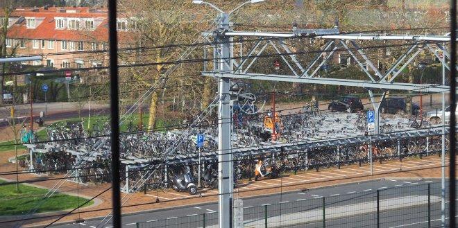the bike park I use station Alkmaar 419.JPG