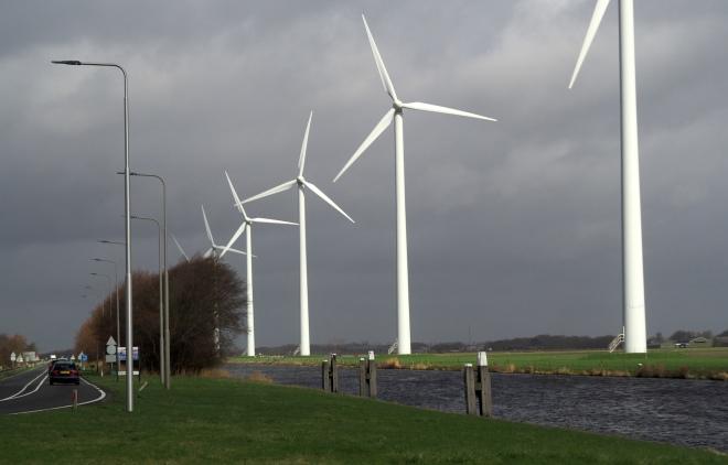wind turbines Tesla Schiphol-Petten 319.JPG