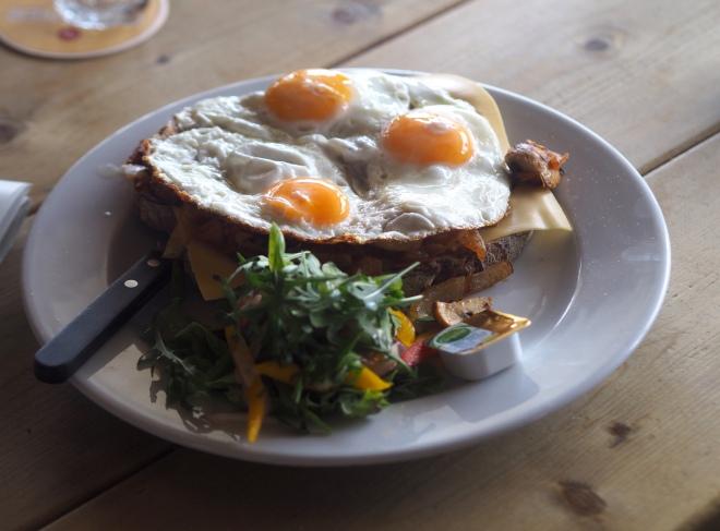 uitsmijter eggs New Zuid cafe Petten 319.JPG