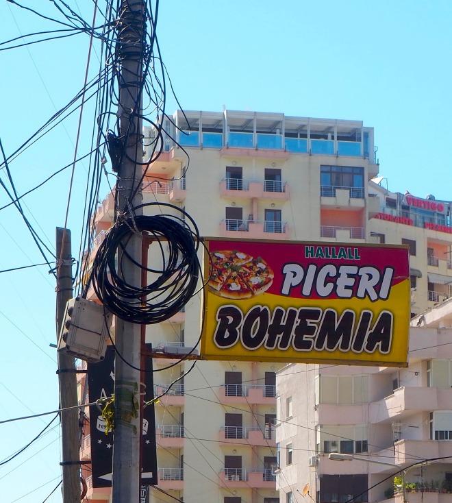 Halal piceri (pizzeria) Bohemia Durrës 819.JPG