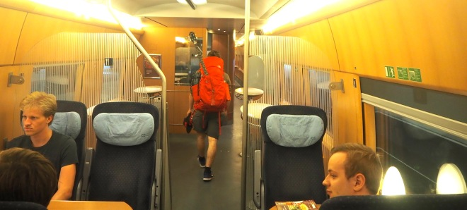 man four stringed musical instrument bordbistro train Utrecht-Cologne 819.JPG