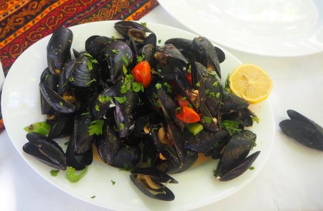 mussels with olives Sarandë 819.JPG